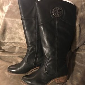 Women's new black boots.